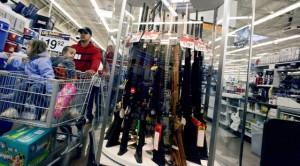 Armes et munitions vendues dans un magasin de grande distriubition Walmart (photo: Q. Sakamaki/Redux)