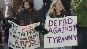 Des défenseurs du deuxième amendement rassemblés dans les capitales des États du pays samedi, quelques jours après que le président américain Barack Obama a dévoilé le plan du gouvernement fédéral pour le contrôle des armes  (photo : Rick Bowmer / Associated Press).