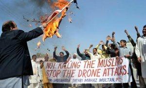 Des Pakistanais manifestant contre les attaques de drones. Photographie : SS Mirza/AFP/Getty Images