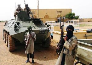 Des combattants islamistes du MUJAO, lié à Al Qaida, dans la ville de Gao (Mali), le 7 août 2012. (Photo Stringer/Reuters )