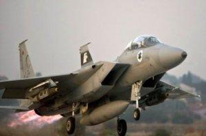 Un chasseur F-15 Eagle décollant d'une base aérienne israélienne, le 19 novembre 2012 (photo : Jack Guez / AFP, via Getty)