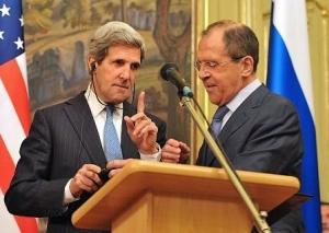 John Kerry et Sergeï Lavrov à Moscou, le 7 mai. Les deux hommes s'accordent sur la nécessité de parvenir à une solution politique au conflit syrien, mais s'opposent toujours sur ses préconditions (photo : Mladen Antonov/AFD).