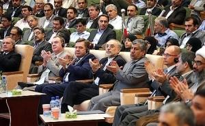 La délégation russe présente lors de la cérémonie d'inauguration officielle de la centrale nucléaire de Bushehr, d'un coût total de 3 milliards d'euros, le 13 septembre 2011. La Russie en assure l'exploitation et la gestion du cycle de combustion pour deux à trois ans (photo : Taqrib News Agency).