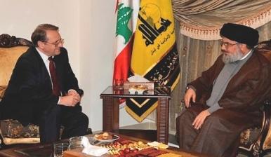 Le ministre-adjoint aux Affaires étrangères russes Bogdanov lors de sa visite au Liban. Face à lui, le secrétaire général du Hezbollah, Sayyed Hassan Nasrallah
