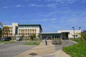 Inaugurée le 15 mars 2013, la nouvelle ambassade américaine au Sénégal, dont l'architecture a été confiée à PageSoutherlandPage, est décrite comme la plus grande, moderne et écologique des représentations diplomatiques en Afrique de l'Ouest. Celle-ci abrite 450 agents et rassemble dans un même espace les services consulaires, le bureau des RH, le centre de ressources et d'information, le service Education advising, les bureaux de l'USAID et ceux de la coopération militaire, etc.