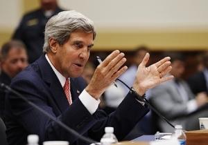 """Le secrétaire d'État américain John Kerry lors de son audition au Sénat par la commission des Affaires étrangères, le 4 septembre 2013. Au cours de cette première étape avant la consultation du Congrès la semaine suivante, ce dernier a exposé le plan d'attaque de Washington, rappelant la responsabilité de l'Amérique """"qui ne peut continuer à vivre dans le confort de l'isolationnisme"""" et """"fermer les yeux sur les massacres"""". (Photo : Reuters)"""