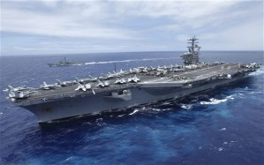 Le porte-avion USS  Nimitz, entouré de quatre autres navires de son groupe aéronavale entré en mer Rouge le lundi 2 septembre 2013 (Photo: Reuters)
