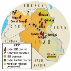 """Aperçu de l'étendue de la présence de l'EIIL/EI (ISIS ou ISIL en anglais). Le chef de l'organisation, Abu Bakr-al-Baghdadi, a proclamé la création d'un """"califat"""" qui s'étend des territoires syriens du nord-ouest d'Alep à ceux de l'ouest de l'Irak (Ninive et une partie d'Al-Anbar). En Syrie, de nombreuses villes ont été conquises par l'EI, dont Rakka près de la frontière turco-syrienne où se trouve sa base principale et Deir el-Zor (Nord-Est) qui concentre de nombreux champs pétroliers. Cette manne financière et la prise de matériels lourds à l'armée irakienne ont favorisé son essor spectaculaire ces dernières semaines. En Syrie, l'EI veut asseoir son hégémonie, au détriment des autres groupes rebelles et jihadistes dont son principal rival, le front Al-Nosra, fidèle à Ayman al-Zawahiri (leader numéro un d'Al Qaïda) et qui a perdu le contrôle de plusieurs territoires à cheval entre la Syrie et l'Irak, au terme d'âpres et sanglants affrontements entre jihadistes qui semblent être en voie d'intensification. Carte : GlobalSecurity.org"""