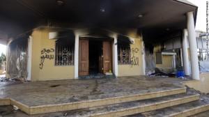 """Le """"Benghazi gate"""", scandale qui éclata après l'attentat terroriste perpétré contre le consulat américain de Benghazi le 11 septembre 2012, faillit être fatal à l'équipe Obama alors en pleine campagne présidentielle et qui avait d'abord réduit l'événement à un acte de vengeance d'une foule en colère après la diffusion sur Internet d'un film islamophobe parodiant le prophète Mahomet, avant d'admettre qu'il s'agissait d'une attaque préméditée. Gianluigi Gueroia/AP/Getty images)"""