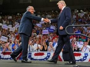 L'ancien maire de New York Rudolph Giuliani et Donald Trump durant la campagne, au Trask Coliseum (Wilmington, Caroline du Nord), le 9 août 2016 (GETTY IMAGES/Sara D. Davis).