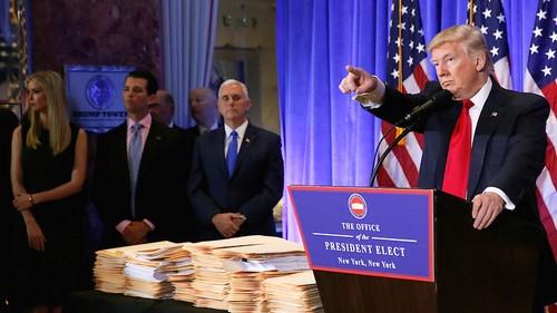 Donald Trump donnant sa première conférence de presse en tant que président-élu, le 11 janvier 2017 (photo : AFP).